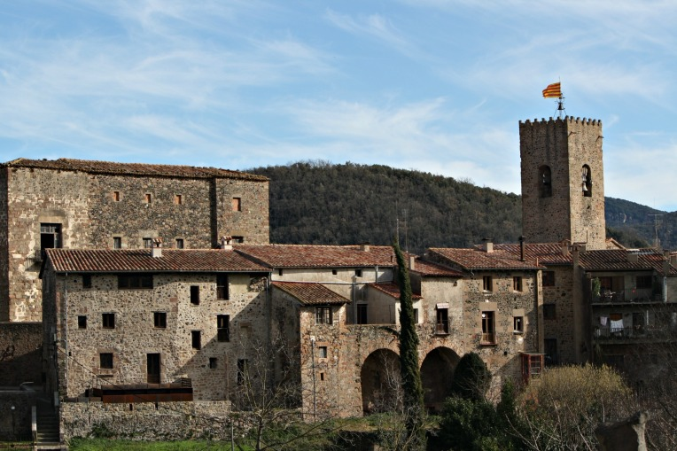 santa pau buildings